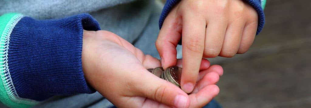Beim Thema Taschengeld sind sich viele Eltern unsicher